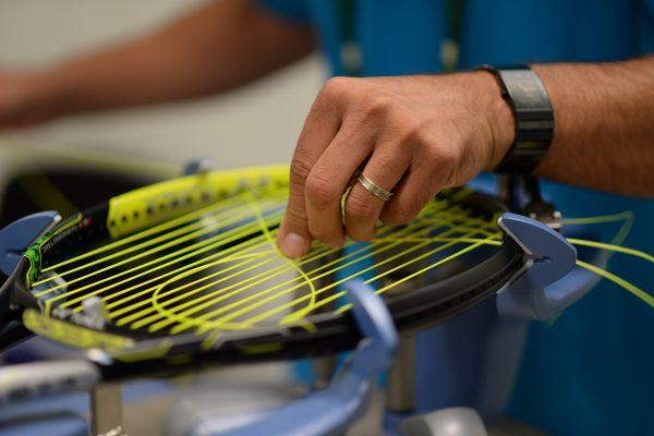 tenis raketi kordaj çekim